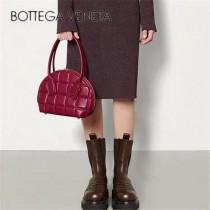 BV 592858 新款 Bottega Venetͦaͦ拱形提手小號保齡球包