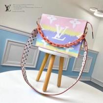 M68137-02 彩虹 原版皮鏈條手包
