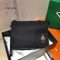 2NE789-1  PRADA 普拉達新款原版皮三角唛手包