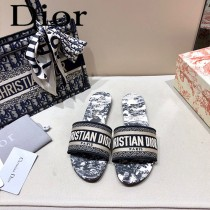 Dior-11  代購頂級春夏膠囊系列立體刺繡度假平底字母拖