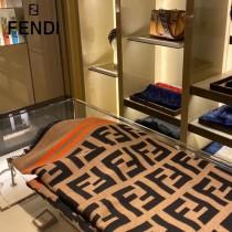 Fendi重磅最新經典FF字母元素羊毛鬥篷
