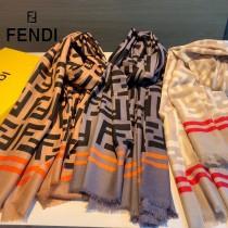 Fendi新款老花和鏈條元素設計絲絨巾