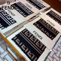 Fendi雙F圍巾 全世界都在搶的老花FF字母款