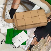 BV-02 寶緹嘉 原單手工編織新款 新款編織腰包