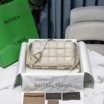 BV 6688-016 寶緹嘉原單Cassette枕頭包