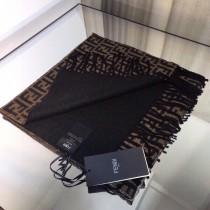 Fendi今年最火的FF字母款圍巾