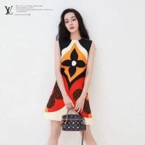 LV原版皮  M57482  Vanity 小號手袋化妝包
