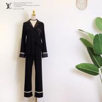 LV新款睡衣 短袖 長褲2件套 經典logo的印花圖案