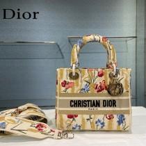 Dior-06  迪奧原單五格刺繡戴妃包  通體飾以本季標誌性的Tie